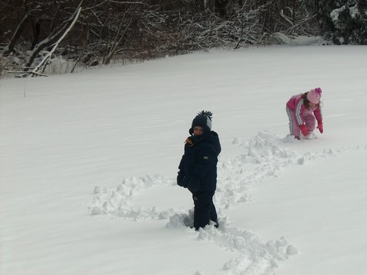 Product picture Kids having fun in the snow